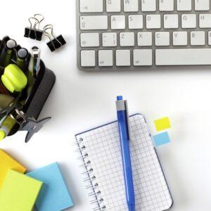 organiza-tus-cables-de-escritorio-con-un-sujetador-de-papeles